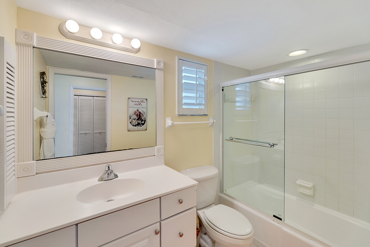 Golden-Beach-Condo-Bath-2